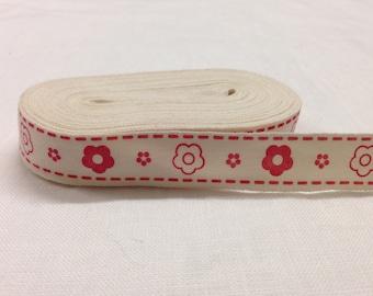 Nastro in cotone con decorazioni fiori stilizzati rossi