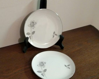 Queens Royal Fine China Bread and Butter Plates
