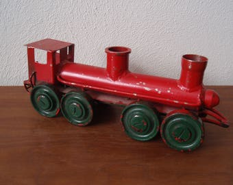 Heavy Cast Iron Train Engine Collectible Toy 1950's d672