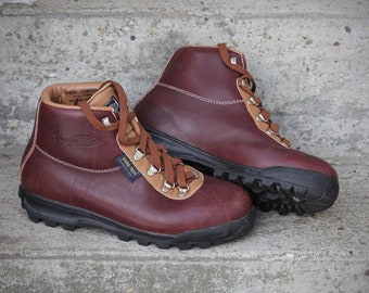 Vintage Vasque Sundowner - 1990  waterproof Gore-Tex and leather hiking boots - Made in Italy by Vasque - Women's 8.5 - May fit smaller tra