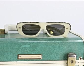 Mod Mid Century Sunglasses, Groovy 1950's Sunglasses, Mod 1960's Sunglasses, Bakelite Sunglasses, Pop Art Sunglasses, Vintage Sunglasses