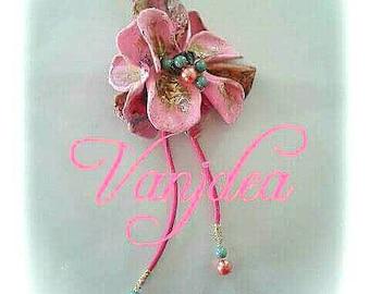 Art et recyclage collier de fleurs roses en plastique léger et incassable