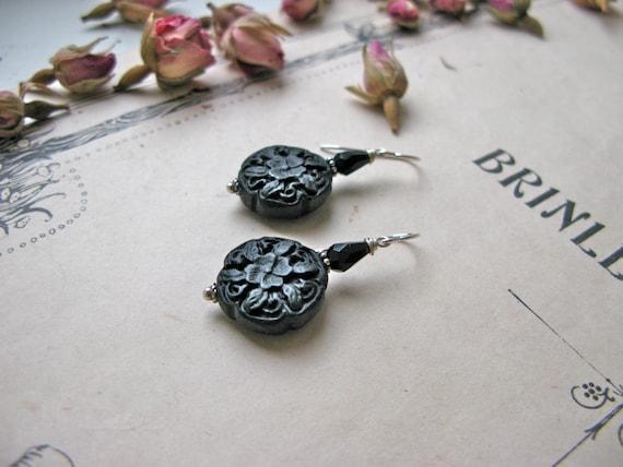 Pompadour Chic earrings...