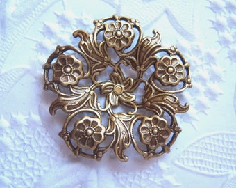 Antiqued brass filigree flower setting, lot of (1)  - AL150