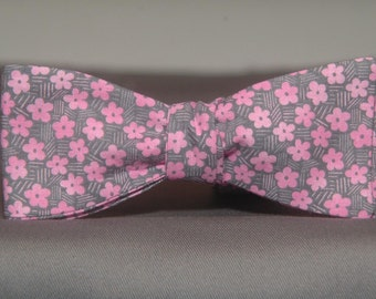 Thatchy Pink Flowers  Bow Tie