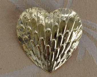 Pretty Vintage Gold tone Large Heart Tac Pin (AJ14)