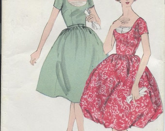 Vintage 1959 Vogue Sewing Pattern 4988 One Piece Dress / Size 10