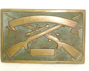 """Vintage brass belt buckle. Baron buckle depicts 2 rifles on display. Buckle is 3"""" long by 2"""" tall. Hunt club trophy. Sportsman. Hunter. 1980"""