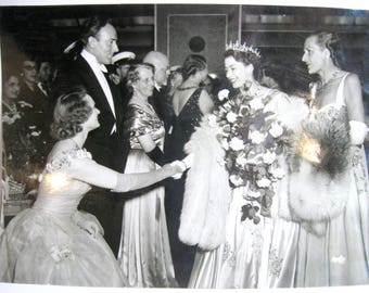 Genuine 1951 B&W Photo, PRINCESS (Queen) ELIZABETH at Movie Premier, London