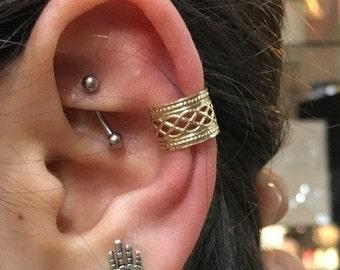 Gold Ear Cuff, Fake Piercing, Faux Piercing, Fake Conch no Piercing, wide ear cuff, goldfilled Lace Ear Cuff, Conch Cuff, ear wrap - EC8065