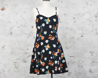 Vintage, 1990's Floral Dress - Made in Canada - Fit & Flare Style Dress - Medium