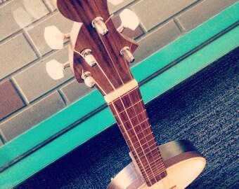 Banjolele (a banjo/ukulele!)