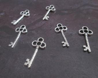 10 charms metal keys silver 26 x 12 mm