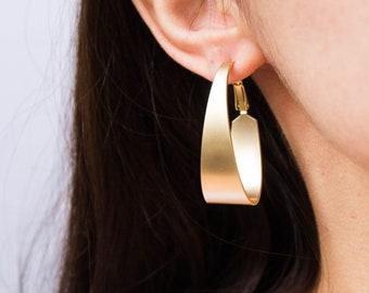 Hackney -earrings (16k gold plated smooth curve hoops)