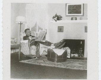"""Vintage Snapshot Photo: """"Sunday Morning at Home"""" 1940s-50s (71538)"""