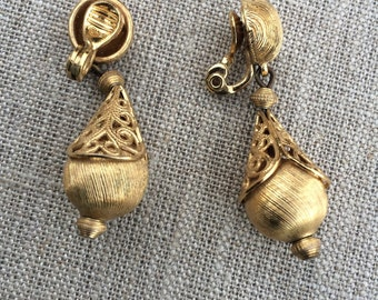 Vintage gold dangle monet earrings