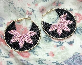 Beaded hoop earrings in black and pink