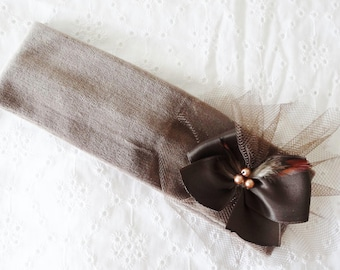 baby girl velvet taupe headband / Brown with bow, feathers and tulle T.1