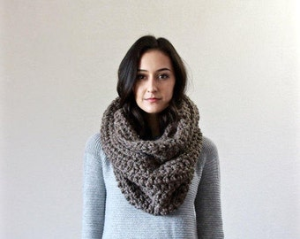 The Bastille - BARLEY // Chunky Infinity Scarf. loop scarf. circle scarf, cowl, snood