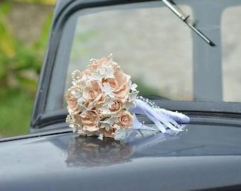 Bouquet de mariée romantique fleurs et perles