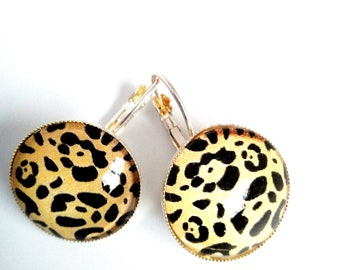 Spotted glass cabochon earrings