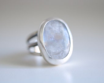 Moonstone ring. Sterling silver ring with natural Moonstone. Moonstone cabochon, gemstone ring, white moonstone, statement ring.