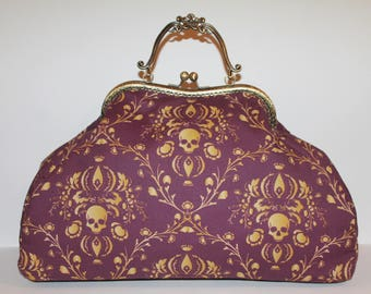 'Vanity' purse with clasp