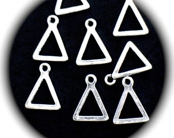 5 charms 17 mm x 13 mm silver triangles