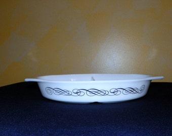 Pyrex Black Scroll Divided 1 1/2 Quart Baking Dish ~ MINT