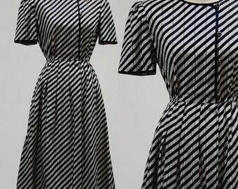 Vintage 70s 80s Dress Cotton Stripe Retro Mod 50s 60s Print Women Small Medium Black Grey Shirt Button Sundress Short Sleeve Midi Full Skirt