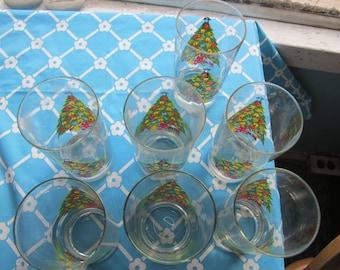 "6 - 13 oz Glasses ""Christmas Treasure"" by Jamestown"