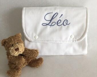 Change bébé de voyage personnalisable, en coton brodé doublé d'éponge.