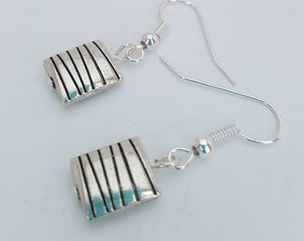 Pretty little square silver drop earrings with horizontal line design