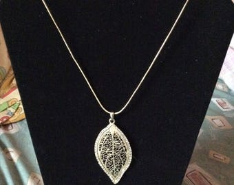 Leaf crystal pendant necklace, leaf, crystal, pendant, necklace, Made in Canada, jewelry, jewellery, Laska Boutique