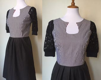 Black an White Stripes Retro Keyhole Dress with Pockets