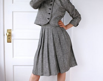 Gorgeous Vintage Black and White Houndstooth Two Piece Suit // Women's 70s Classy Wool Jacket and Skirt Combo // Beautiful and Professional