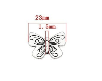 10 pearls butterflies in silver with stylized engravings / Dimensions: 2.3 cm x 1.8 cm