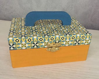 WOODEN box - Box with mustard yellow and blue trendy handle