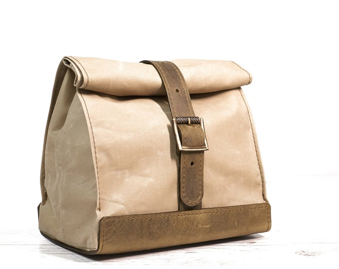 Light olive lunch bag. Lunch box. School lunch bag. Waxed canvas and leather lunch bag. Picnic bag. Vintage style lunch bag.
