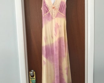 Vintage Tie dye slip with lace detail