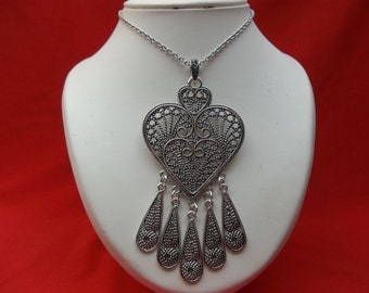 Stainless steel chain necklace with heart pendant