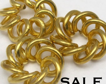 Vintage Brass Spiral Wire Knot Charms (8X) (V330) SALE - 25% off