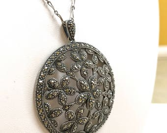 Vintage .925 Sterling Silver  Necklace With  Marcasite  Round  Flower Pendant!!!   Free US Shipping!!!