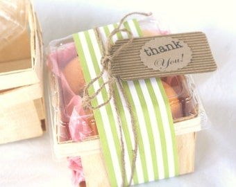 6WOOD BERRY BASKETS- pint sized-with clear lids--Fall Party Favor Baskets--Weddings--Showers--Farm Birthday Parties--6ct