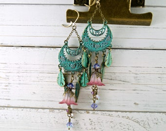 Chandelier Lucite Flower with Patina Finish, Vintage Style Lucite Flower Earrings, Green Earrings, Brass Earrings, Fairy Earrings