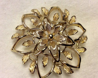 Vintage Sarah Coventry flower brooch pin. Free ship to US