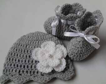 Crochet Baby Hat and Baby Booties Set beanie gift baby white satin ribbon baby shower photo prop