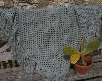 Pretty light grey french vintage crocheted shawl, fringed