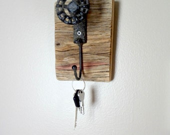 Wooden Plaque, Vintage style, Faucet Handle, Hook, Key Chain Holder