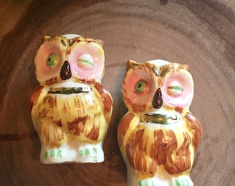 Pair of Vintage Winking Owls Salt and Pepper Shakers / Kitchen Kitsch
